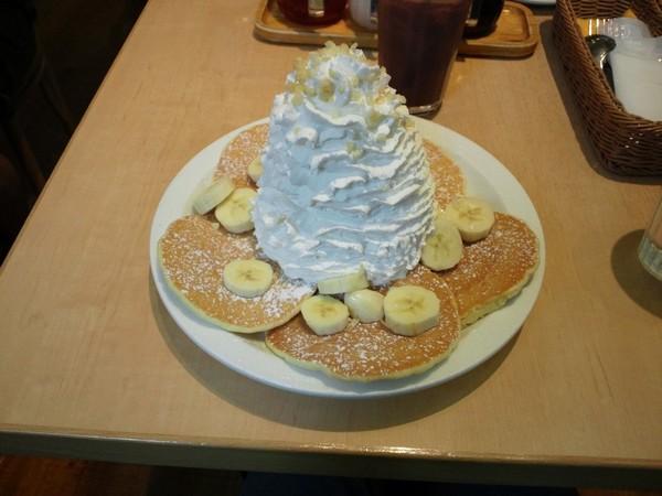 バナナホイップクリームとマカデミアナッツ