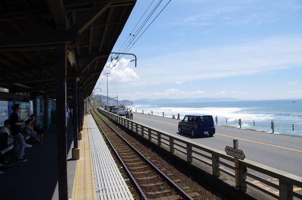 鎌倉高校前駅のプラットフォーム