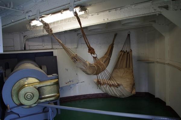 一般兵はハンモックで寝る