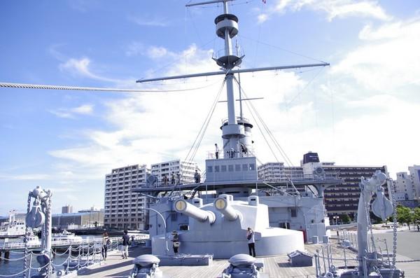前部甲板から艦橋を見る