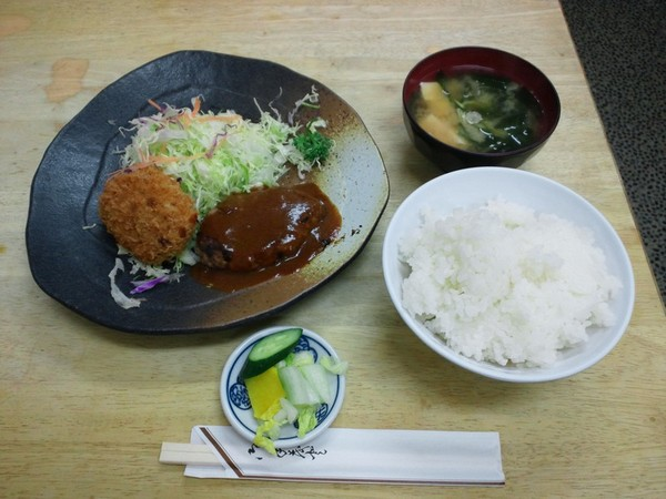ハンバーグ・ポテトコロッケ定食