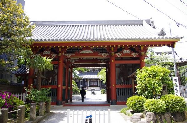 表参道にある善光寺の門