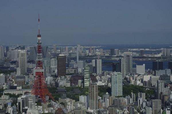 展望室より東京タワーを望む