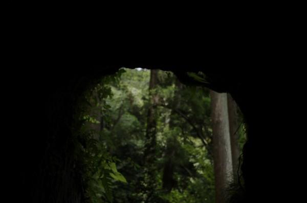 手で掘ったと思われるトンネル