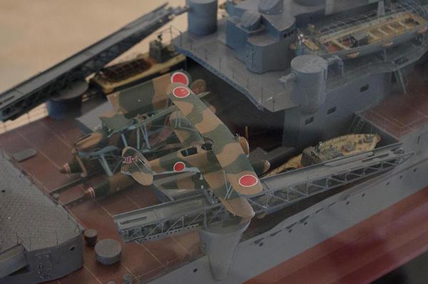 重巡愛宕の模型(水上機格納庫とカタパルト