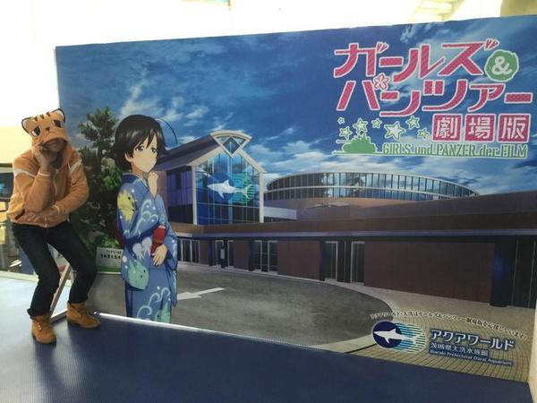 アクアワールド内をフリーダムに徘徊する自称「芽依ちゃん」は華さんと記念写真