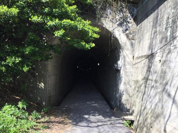 回天訓練基地へと続くトンネル