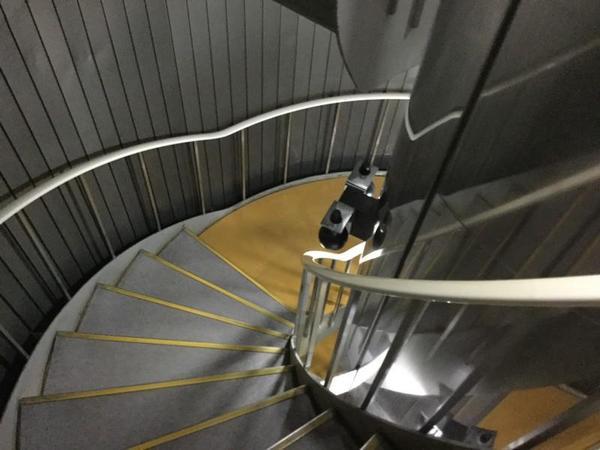 竜串海底館の内部。階段を下りて海底へ