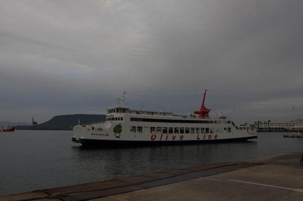 直島へ渡るべく高松港へやってまいりました。