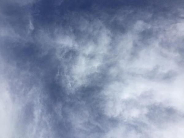 空を眺める