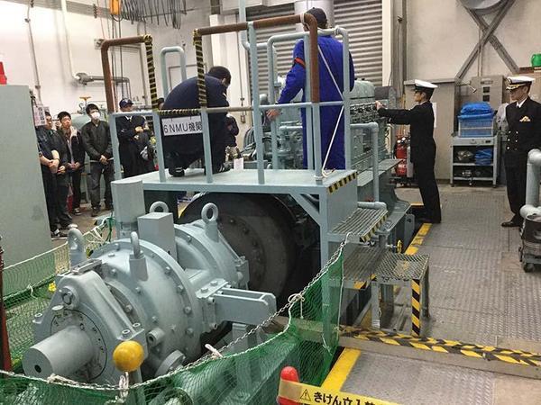 潜水艦向けディーゼルエンジン