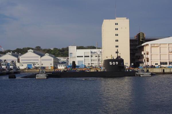接岸作業中のSS-509せいりゅう