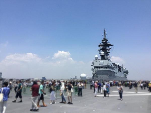 護衛艦いずも甲板
