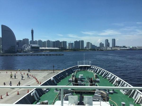 艦橋から前部甲板を望む